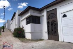 Venta de casa en Colonia Campanario – A –